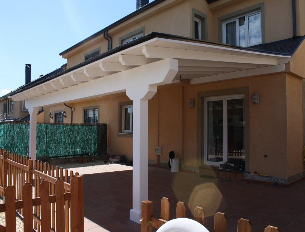 Porches de madera cerrados porche con muebles de fibras y for Muebles porche