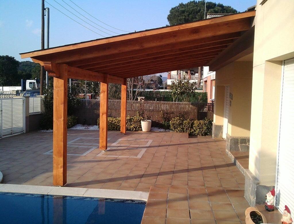 Jardinlux porches pergolas de madera porches de madera tarimas vallas y casetas de madera - Como hacer un porche de madera ...